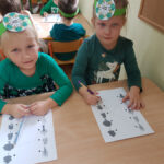 Dzieci łączą na obrazkach rodzaje drzew