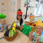 Dzieci za pomocą zmysłów poznawały smak i zapach warzyw i owoców