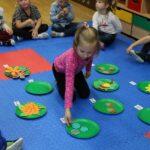 Zabawy z papierowymi liśćmi