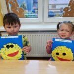 Dzieci i ich prace plastyczne