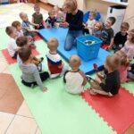przedszkolaki z przedszkolanką
