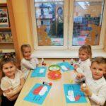 Dzieci z kolorowankami