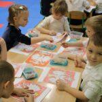 Dzieci malują godło