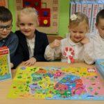 Dzieci z mapą Polski