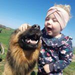 Dziewczynka ze swoim psem