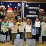 Pani Dyrektor, Pani Agata oraz dziećmi z dyplomami