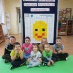 dzieci przy tablicy
