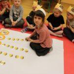 Dziecko wykonujące zadanie dydaktyczne