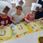 malowanie czekoladą