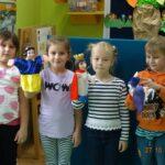dzieci z pacynkami