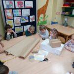 Przedstawianie zawodu listonosza przez dzieci