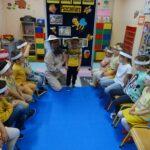Przedstawianie zawodu pszczelarza przez dzieci