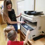 Dzieci poznają funcje kserokopiarki