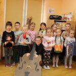 Dzieci z grupy Biedronek z instrumentami