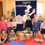 Dzieci z grupy Biedronek z pączkami