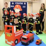 Przedstawianie zawodu strażaka przez dzieci