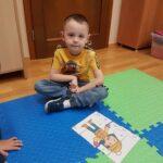 Chłopiec ułożył puzzle (2)