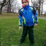 Chłopiec wskazuje kwiaty (1) (Copy)