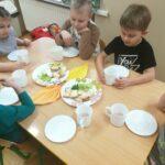 Dzieci podczas obiadu