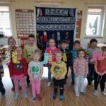 Dzieci powiesiły skarpetki