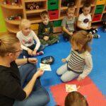 Dzieci w grupy Motykli liczą po angielsku