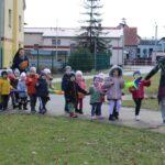 Korowód dzieci z grupy żuczków