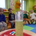 Obserwacja przez dzieci chemicznego jojo