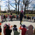 Przedszkolaki wiatają wiosnę