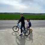 Chłopcy na rowerze