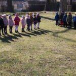 Dzieci bawią się w parku - Gąski, gąski do domu