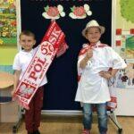 Dzieci podczas mody patriotycznej