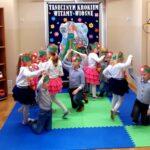 Dzieci z grupy Mrówki tanecznym krokiem witają wiosnę