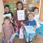 dzieci z oddziału Rzeczyca z dyplomami i nagrodami