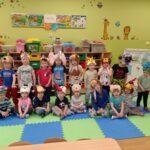Dzieci w maskach zwierzątek (