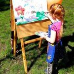 Dziecko maluje Wiosenny pejzaż