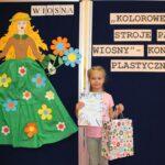 Dziewczynka z nagrodą za zajęcie I miejsca