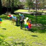 Grupa Mrówki malują na polanie