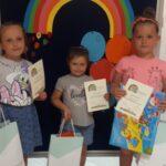 Dzieci z dyplomami
