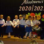 Absolwenci tańczą poloneza