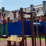 Dzieci z grupy Mrówki na placu zabaw