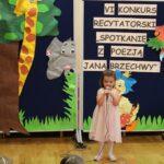 Dziecko recytuje wiersz
