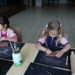 Dziewczynki podczas warsztatów