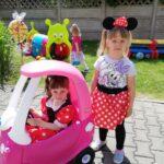 Ksia i Milenka uśmieechają się