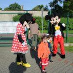 Myszka Miki i Minnie witają dzieci (