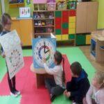 Przedszkolaki potrafia odczytywać godziny.