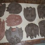 Sowy z gliny wykonane przez dzieci