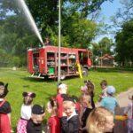 Strażacy leją wodę