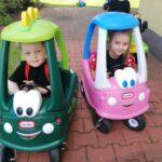 Tomek i Marika jedżą autami