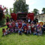 grupowe zdjęcie ze strażakami