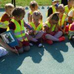 Dzieci podczas spotkania z policjantem (2)